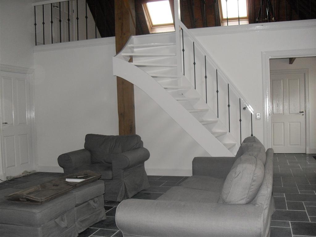Home - Deco woonkamer met trap ...